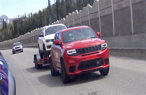 trackhawk jeep engine 2018 jeep grand cherokee trackhawk prototype caught towing