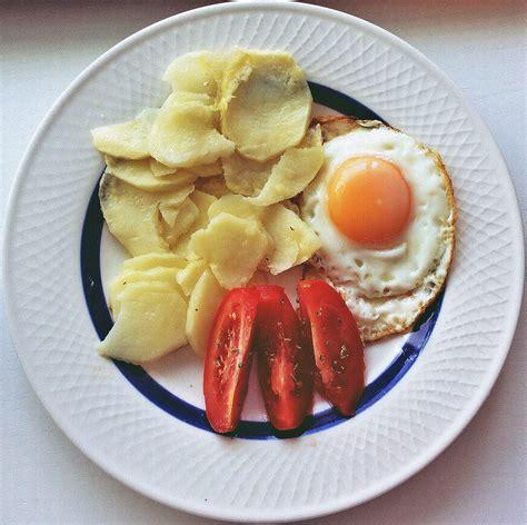 cocina patatas cocinar con poco aceite patatas con huevo saludables