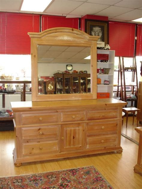 Broyhill Fontana Dresser With Mirror by 90375 Broyhill Fontana Solid Pine Dresser Mirror Lot
