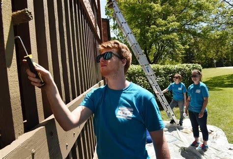 sherwin williams paint store arlington tx sherwin williams volunteers paint new building at city