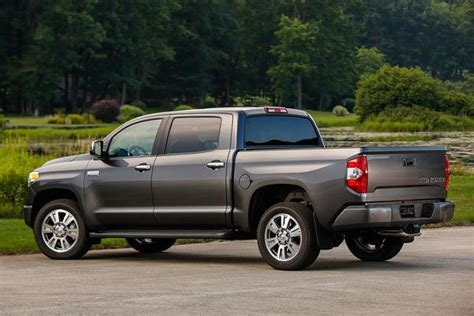 Toyota Tundra Vs F150 2015 Ford F 150 Vs 2015 Toyota Tundra Which Is Better
