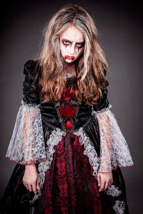 vampir schminkanleitung fuer kinder halloweende