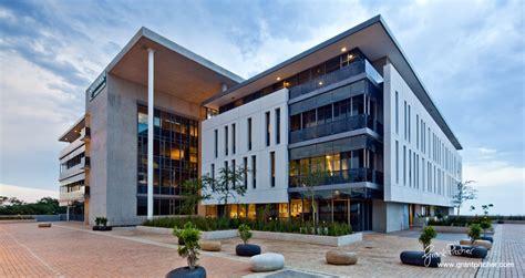 Inn Express Corporate Office by Umhlanga Ridge Zenprop Development