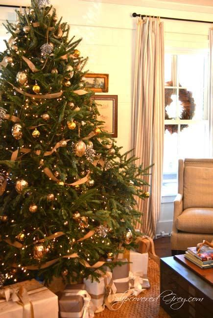 22 golden christmas ideas top color trends in decorating