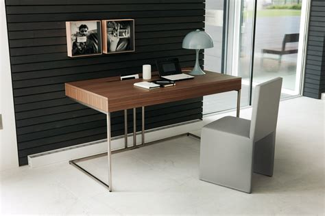 A Desk In by Guides To Buy Modern Office Desk For Home Office Midcityeast