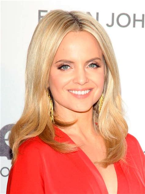 blonde hairstyles to make you look younger best hairstyles that make you look 10 years younger