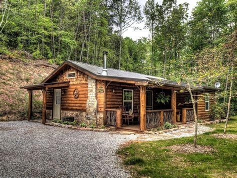 bedroom rustic log cabin rental   mountains