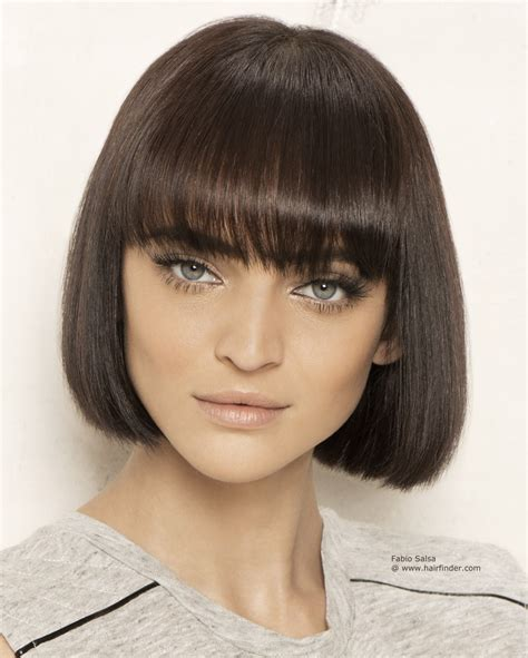 jaw lenght hairstyles that hug the face sleek chin length bob with a fringe that makes pretty eyes