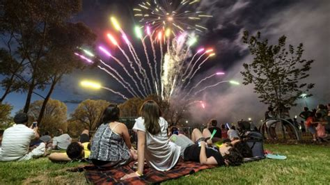 new year 2016 st melbourne illegal fireworks and injuries mar melbourne s new year s