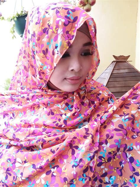 Pashmina Viscose Motif Abstrak pashmina motif abstrak bunga merah bata scarf