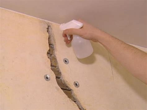 step by step how to remove repair lath and plaster ceiling how to restore cracked plaster how tos diy