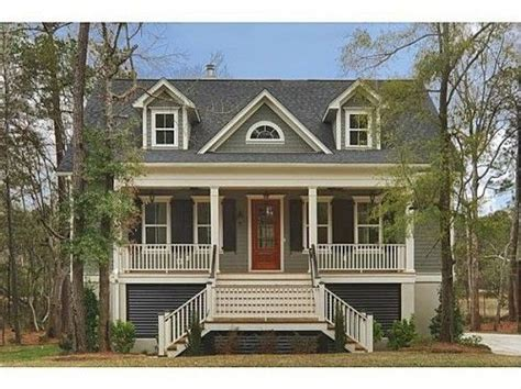 how to choose exterior paint colors is blue for you choosing exterior paint colors what s the best color to paint your house this