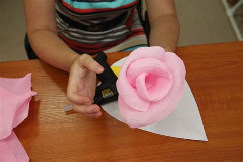 How To Make Crepe Paper Decorations - how to diy crepe paper flower