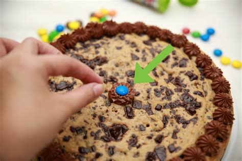 how to make cakes how to make a chocolate chip cookie birthday cake 14 steps