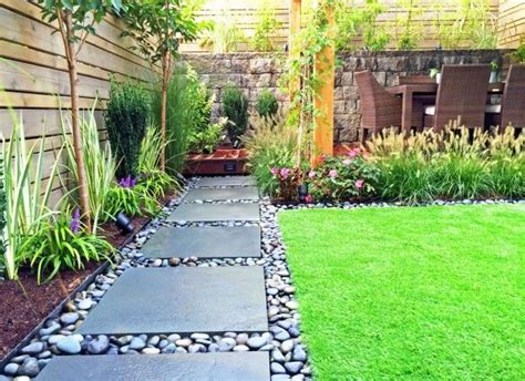 Modern Landscaping Ideas For Small Backyards Best 25 Modern Backyard Ideas On Pinterest Modern Fence Mid Century Landscaping And
