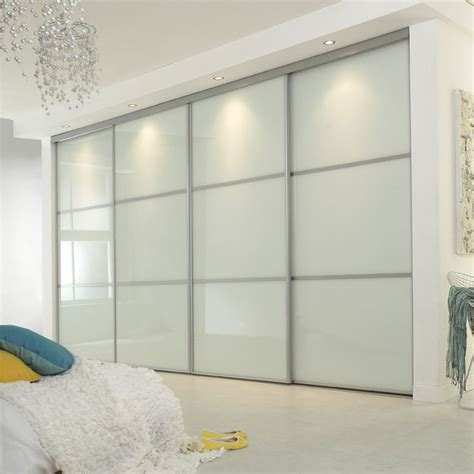 White Sliding Door Wardrobes Uk by The 25 Best Sliding Wardrobe Doors Uk Ideas On