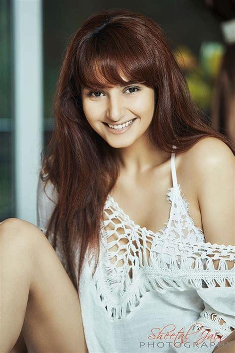 movie actress ragini ragini dwivedi aka ragini photos stills images