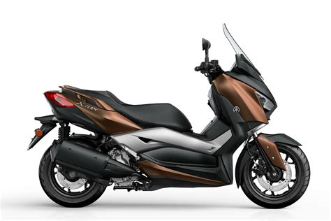 fliese 300 x 150 yamaha introducing new x max 300 scooter autoevolution