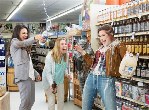 moms bad bad moms star makes appearance at local premiere