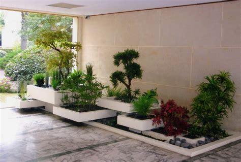 Charmant Amenagement Jardin Pas Cher #1: amenagement-exterieur-terrasse-les-specialistes-de-l-amenagement-terrasse-peuvent-amenager-des-espaces-interieurs-et-exterieurs-exterieur-jardin-pas-cher-07311707-bois-ma.jpg