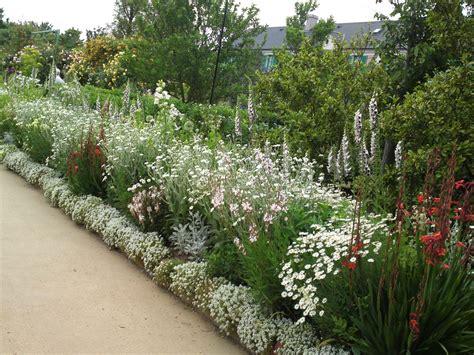 White Flower Garden Homify Garden Design Chsbahrain Com White Flower Gardens