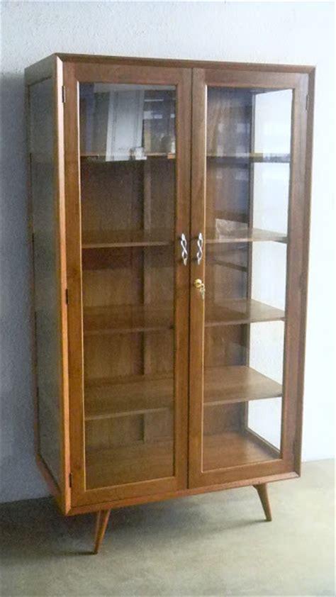 vintage showcases  display cabinets ashley furniture