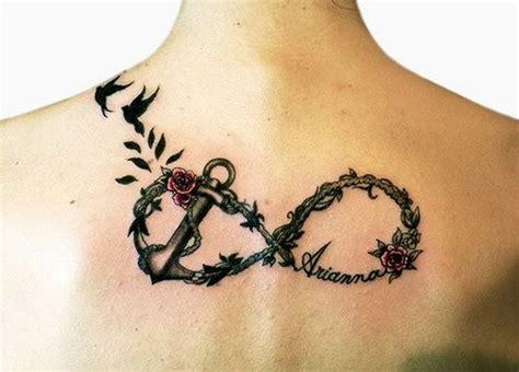 rose und blumenanker unendlichkeit mit zeichen tattoo am