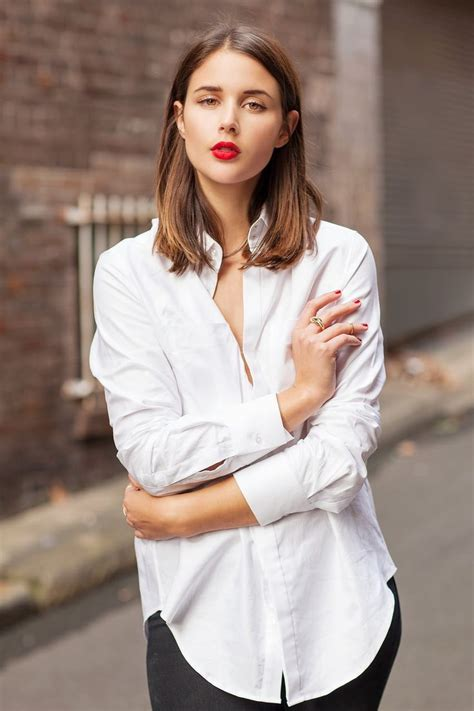 Lipstick A White Shirt by 20 Ways To Wear A White Button Shirt 2019 Become Chic