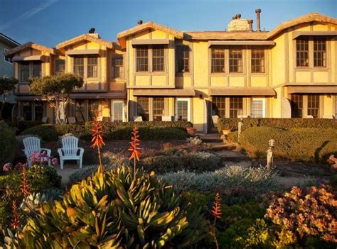 exterior view picture of cottage inn by the sea pismo