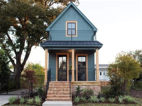 waco texas real estate chip and joanna gaines 42 best images about fixer upper the shotgun house on