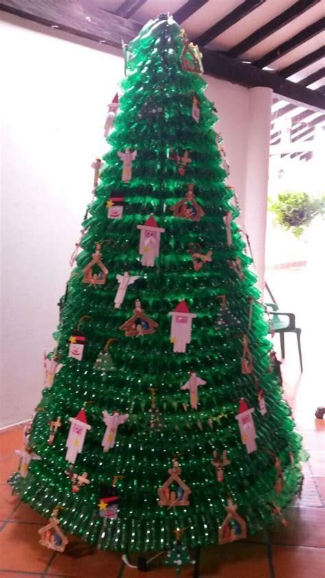 arbol de navidad hecho con botellas pl 225 sticas de reciclar