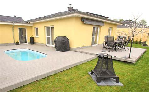Wpc Terrassendielen Beispiele by Pool Umrandung Und Terrassendielen Aus Wpc Jelu