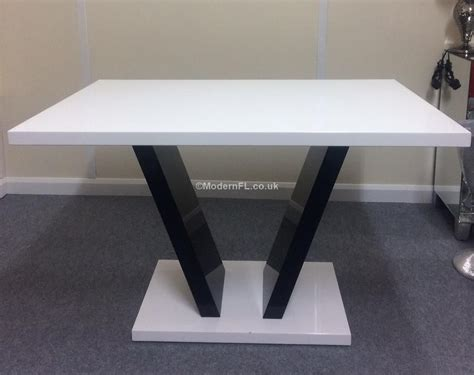 contemporary black and white high gloss dining table