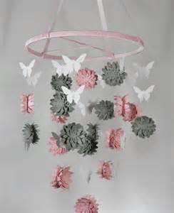 Good Decoration A Faire Soi Meme Pour Chambre #2: Mobile-bébé-DIY-fleurs-roses-grises-papier-3D-papillons-papier-blanc.jpg