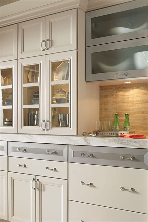 Masterbrand Kitchen Cabinets Shaker Style Cabinets In A Contemporary Kitchen Masterbrand