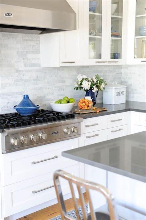grey kitchen cabinets backsplash quicua com white cabinets marble linear backsplash gray quartz