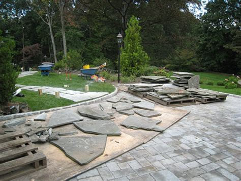 Dry Laid Patio How To Install A Flagstone Path In A Lawn Landscapeadvisor