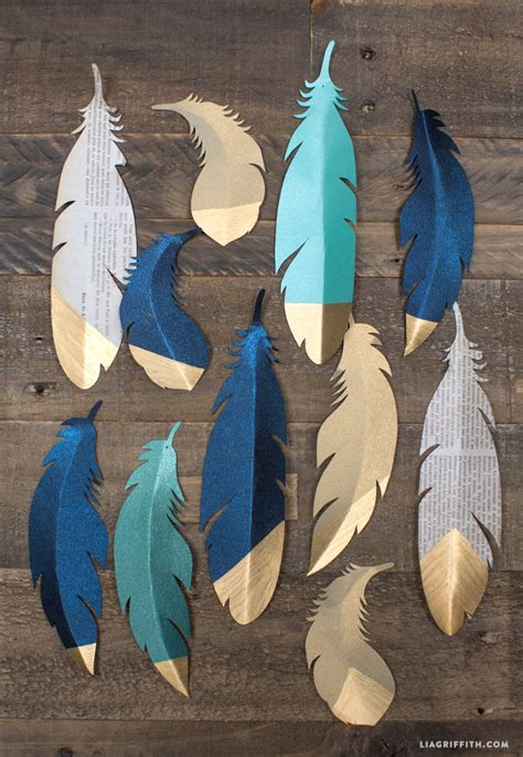 Paper Feathers - 17 paper decorations for your diy wedding the paper