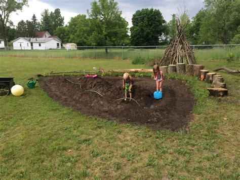 How to Make a Mud Pit for Summer Fun ? Embracing Motherhood
