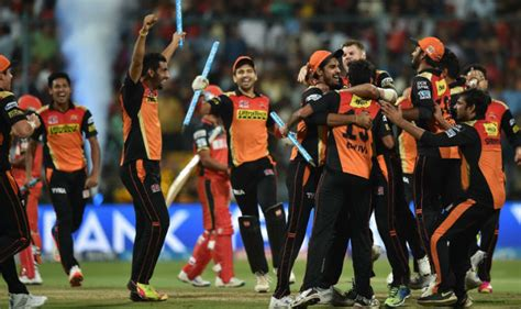 rcb enter ipl 2016 finals beat gl by 4 wkts live score ipl 2016 final srh beat rcb by 8 runs in pictures