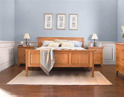 traditionally crafted shaker bed  comfortable  england shaker raised panel