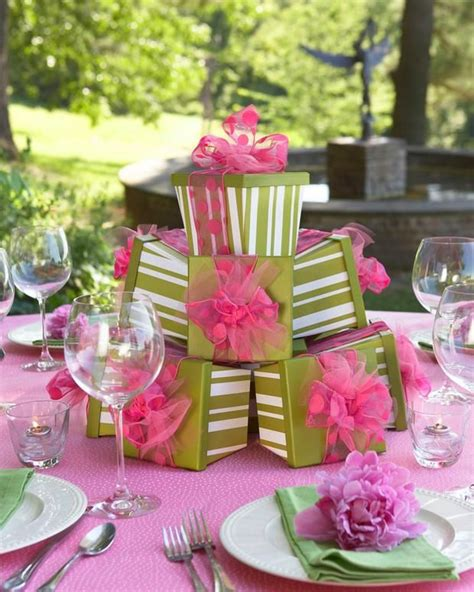 love the gift box centerpiece entertaining pinterest