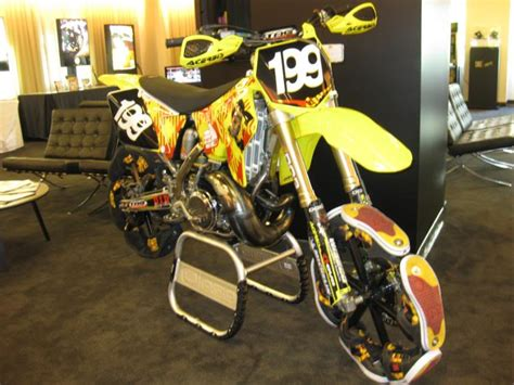 travis pastrana motocross gear this is a stunt they tried on nitro circus the dc shoe