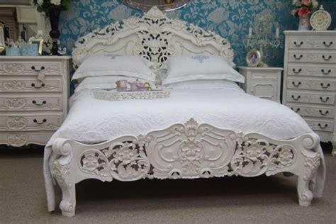 shabby chic bedroom furniture ideas with a refined elegance and natural wood to create a