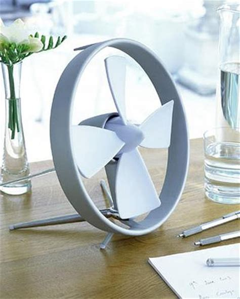 desk top fan propello cageless rubber bladed desktop fan the green