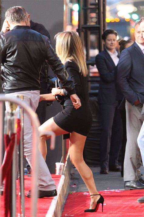 s day premieres 2014 aniston arrives at mother s day premiere in los