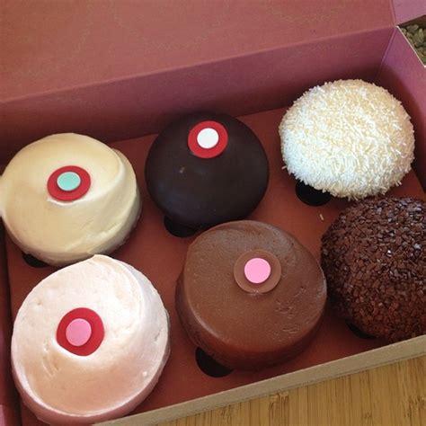sprinkles cupcakes sprinkles cupcakes menu beverly ca foodspotting