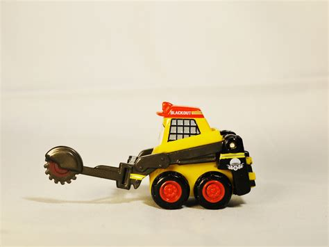 Tomica Disney Motor Tsumtsum Mariecat tomica disney pixar motor diecast planes rescue