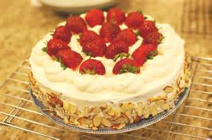 japanese strawberry cake a k a chinese birthday cake the 350 degree oven