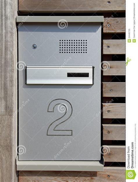 cassetta postale con citofono cassetta postale e citofono fotografia stock libera da